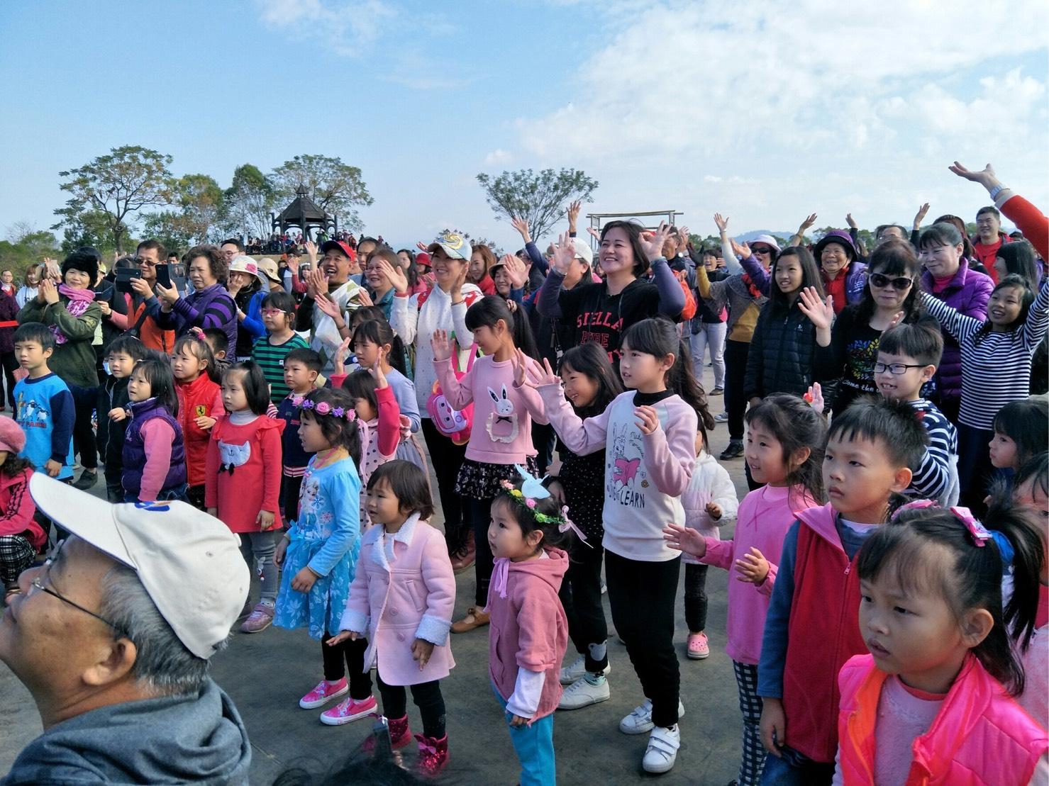 台中國際花毯節 帶領遊客跳花朵舞 齊迎花博年
