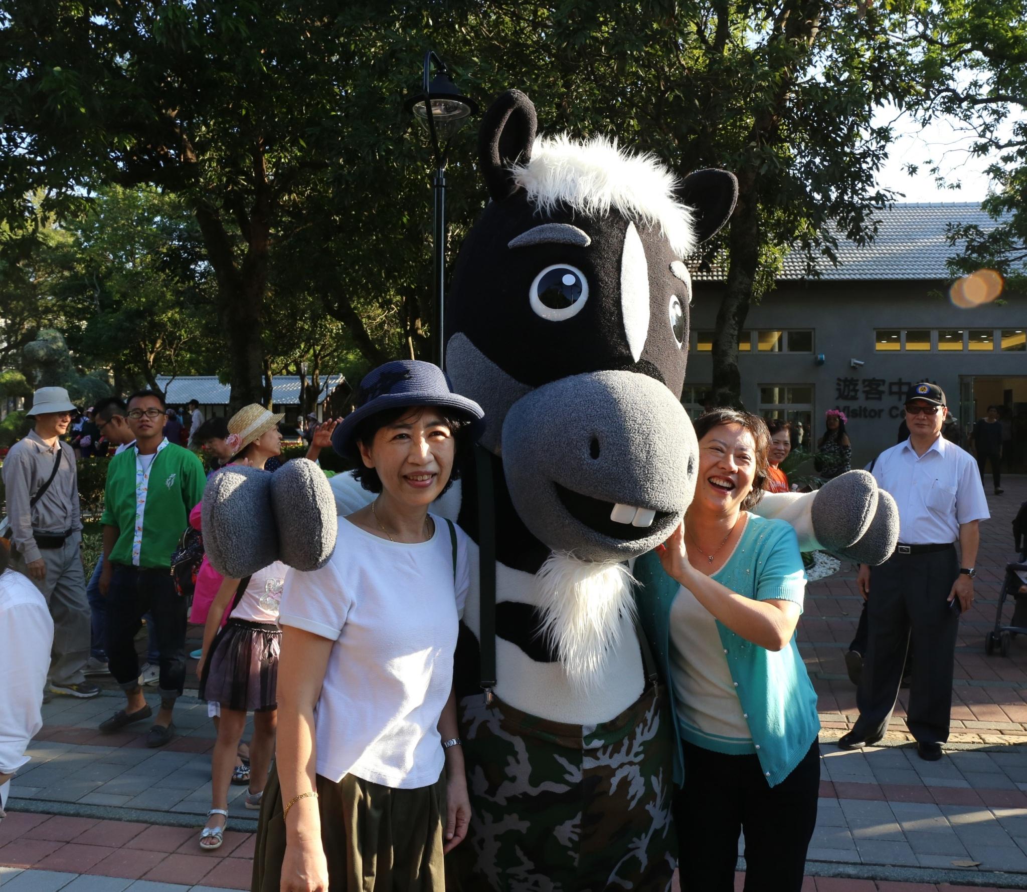 台北市長夫人陳佩琪參訪台中花博 力邀北市民逛花博