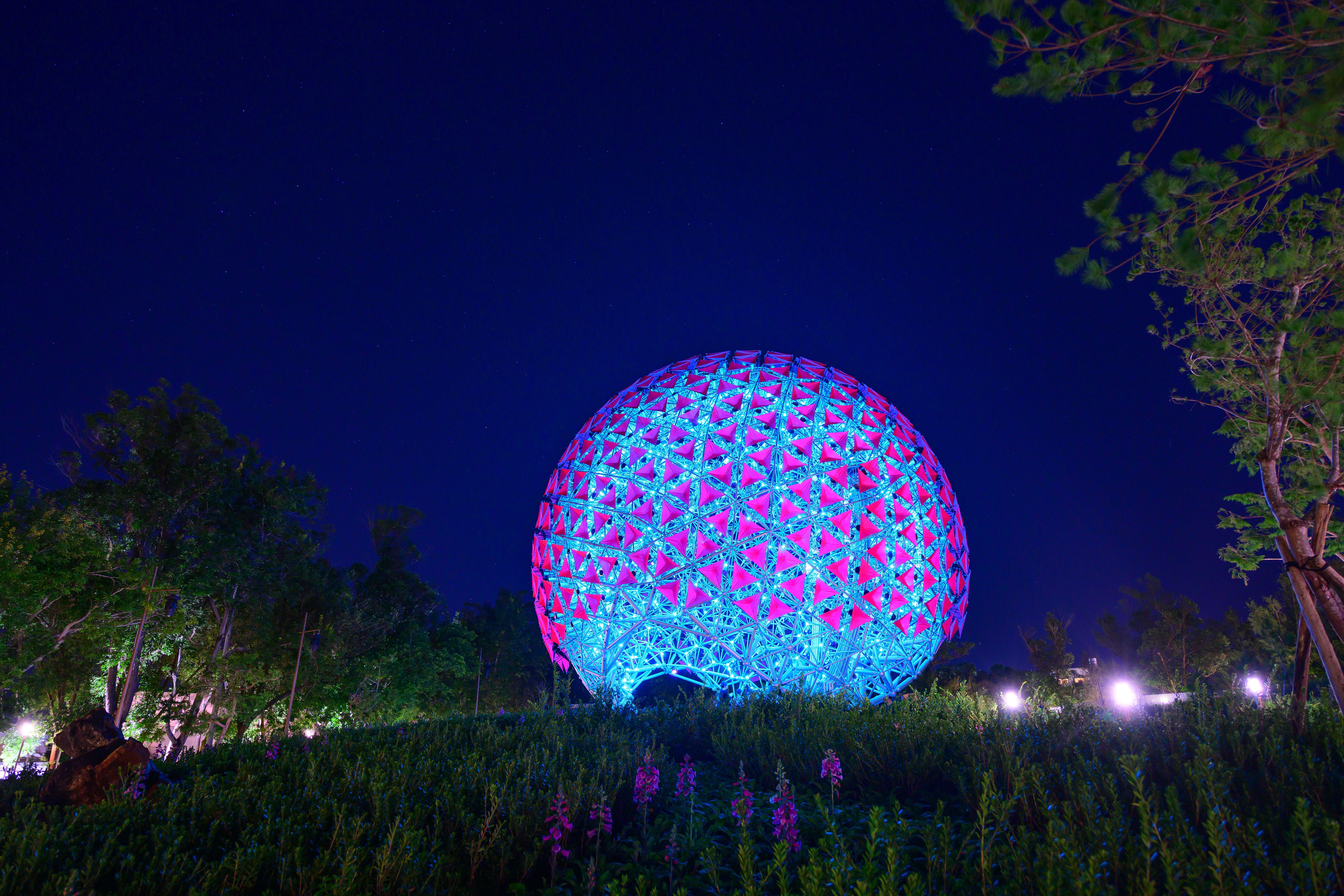 巨型機械花球《聆聽花開的聲音》 遊客打卡熱點