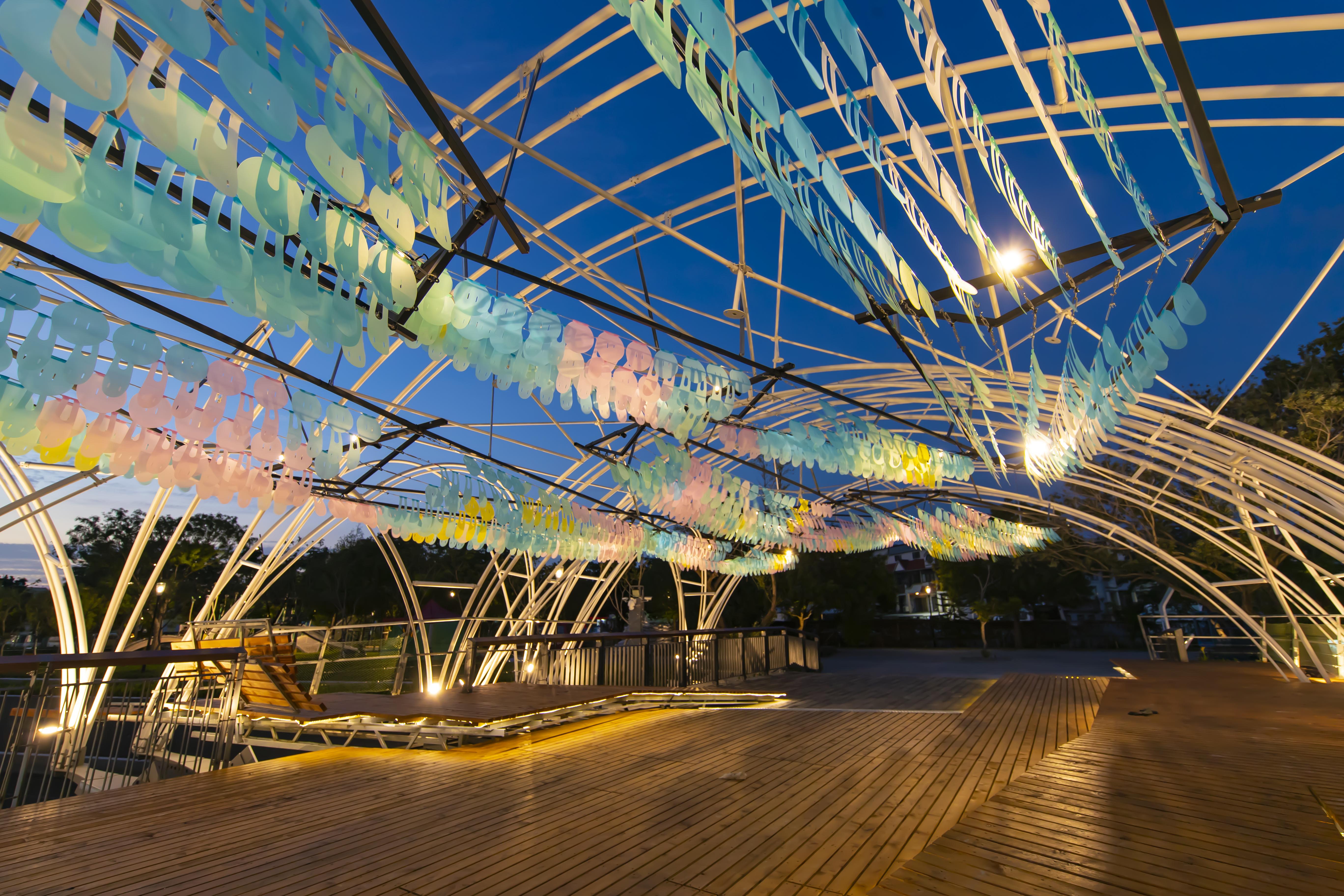 光與花的精采對話 台中花博夜間藝術光景獲好評