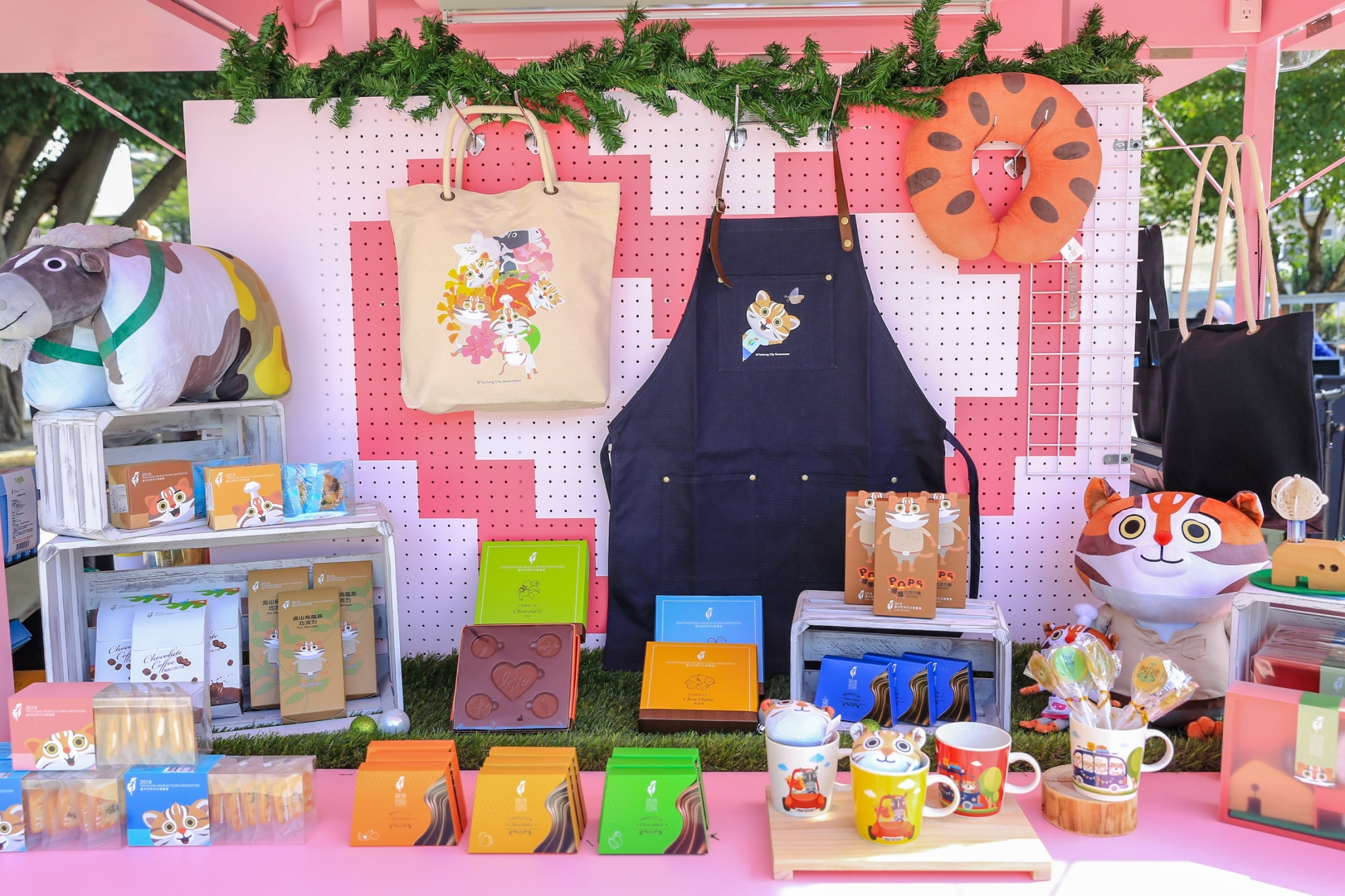Taichung Flora Expo souvenirs, the second wave of new items launched  Wen-yi Lee plays the role as「Happiness buyer」