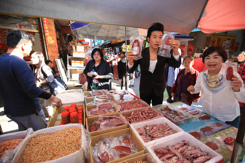 阿鴻上菜到大雅 楊副市長與陳鴻邀民眾到台中逛花博迎財神