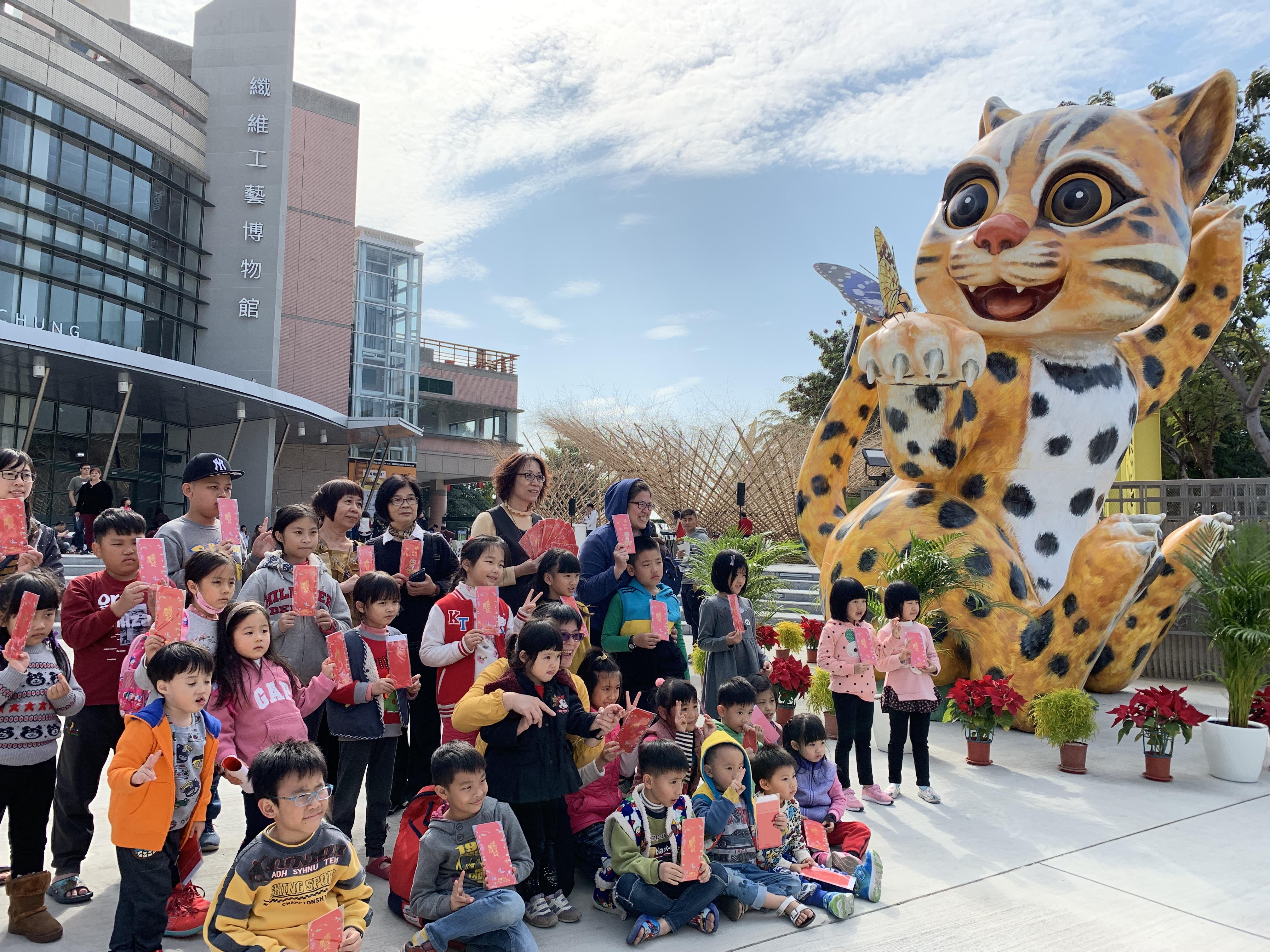 花博吉祥物石虎大型公仔移師纖維工藝博物館 舉辦音樂會吸引2千人參與
