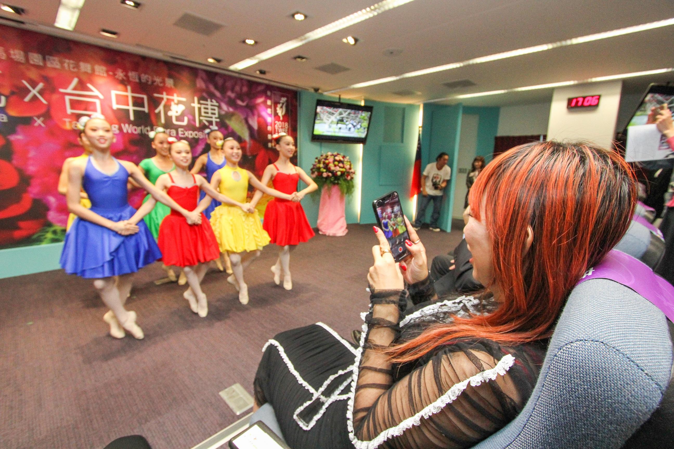 日本名攝影師蜷川實花來台  暢談台中花博花舞館個展創作