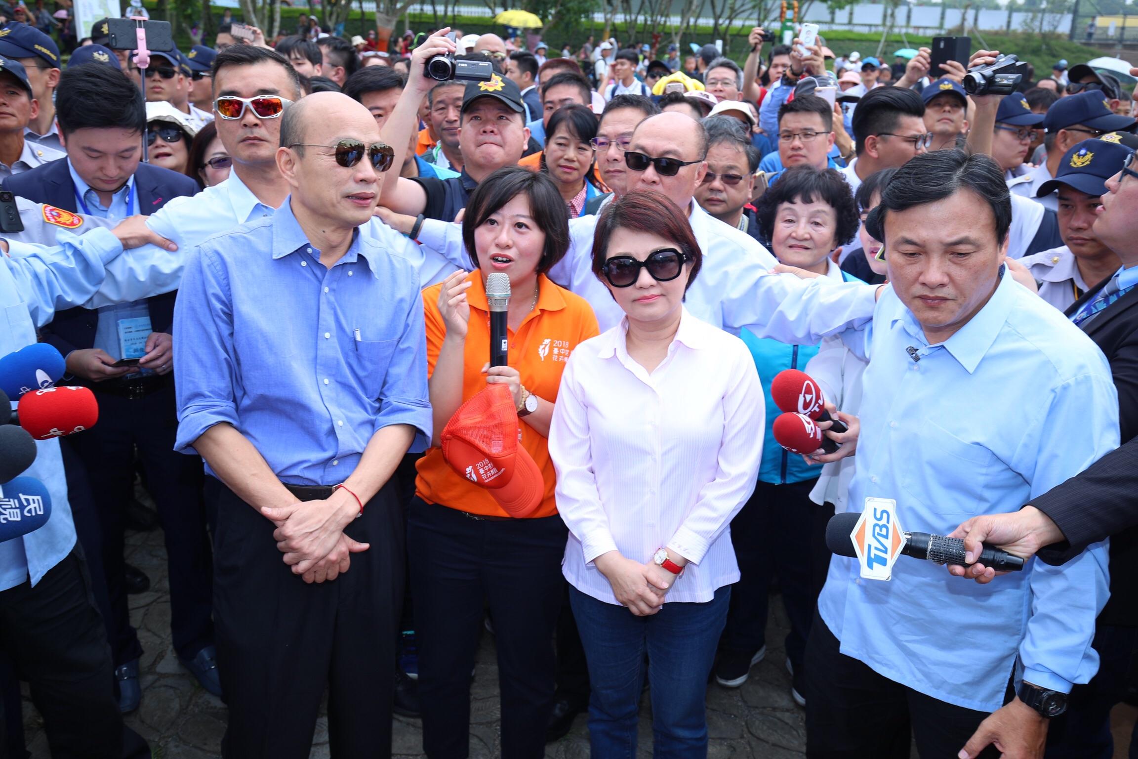 台中市長、高雄市長逛花博人氣強強滾 盧市長:兩市攜手拼經濟 讓市民生活更美好