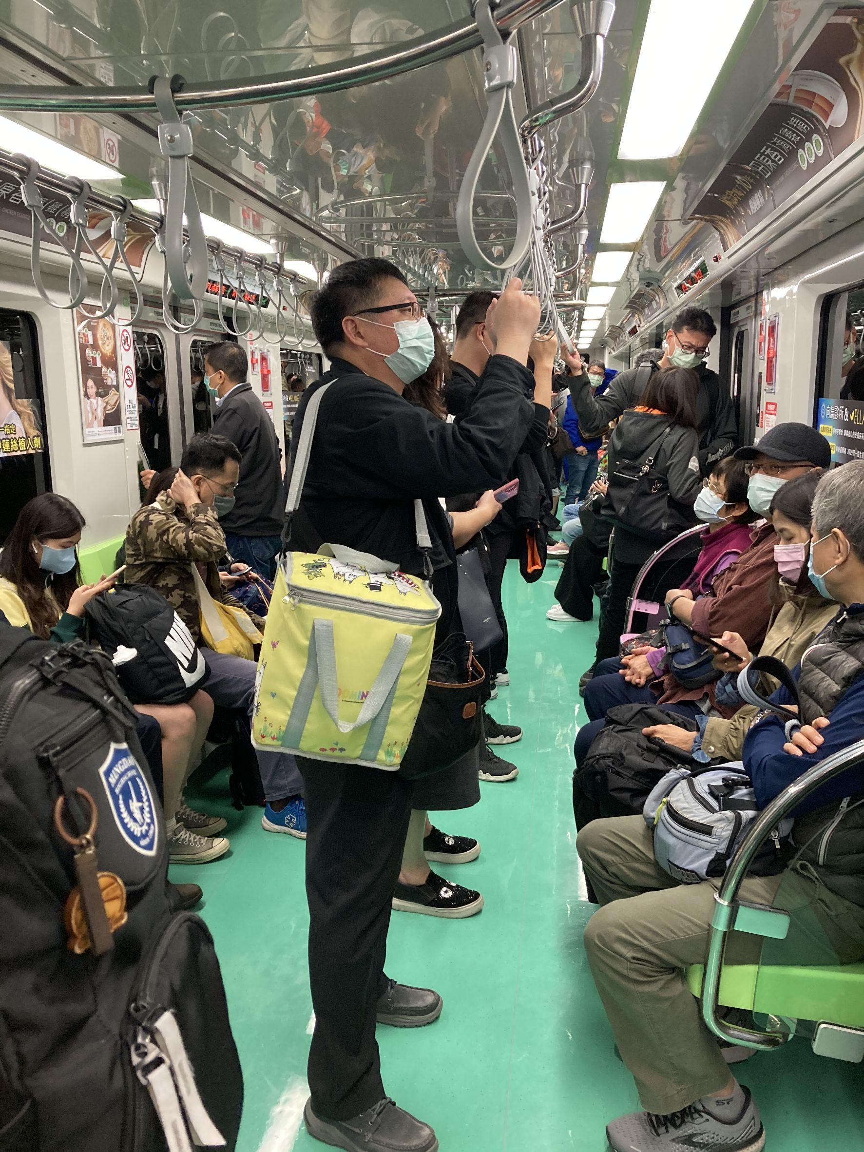 捷運綠線試營運首日運量5.5萬人次 中捷公司:符合預期
